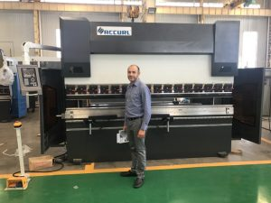 અમારી ફેક્ટરીમાં ઇરાન ક્લાયંટ પરીક્ષણ મશીન 1