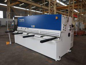 ઉચ્ચ કટીંગ સચોટતા QC12Y 4x2500 શીટ મેટલ કર્સિંગ મશીન સ્ટીલ પ્લેટ હાઇડ્રોલિક શીયરિંગ મશીન